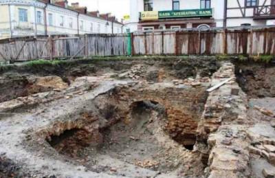 Луцького забудовника, який знищив старе підземелля, судитимуть